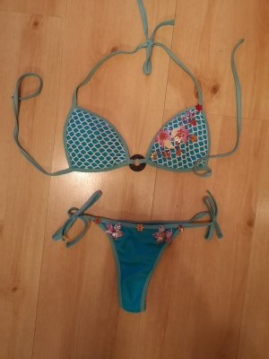 spezieller Bikini mit Stickerei
