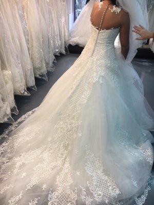 Spezielles Brautkleid für Detailverliebte!
