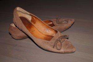 Spitze, braune Leder-Ballerinas