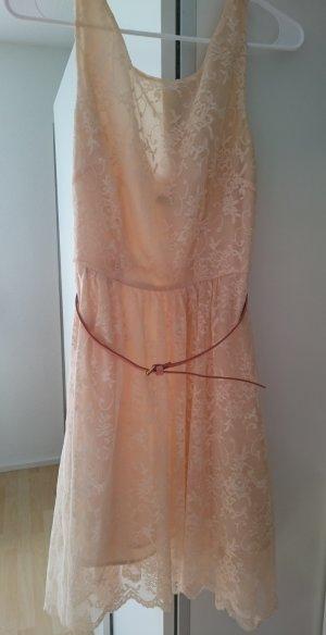 Spitzen-Kleid von ZARA
