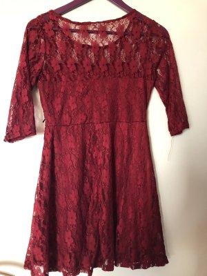 Vestido de encaje rojo oscuro