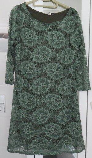 Robe en dentelle gris vert