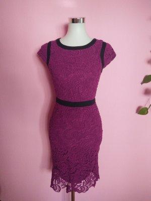Spitzenkleid in purpur/schwarz (K4)