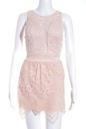 Vestido de encaje rosa estilo romántico