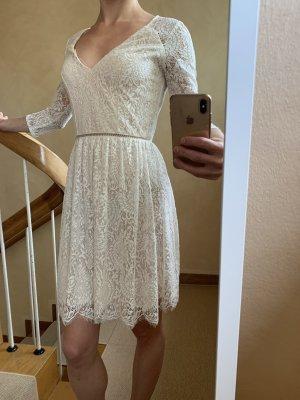 Lipsy Robe en dentelle blanc-blanc cassé