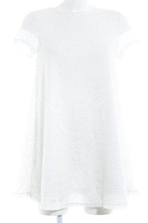 Vestido de encaje blanco estilo romántico