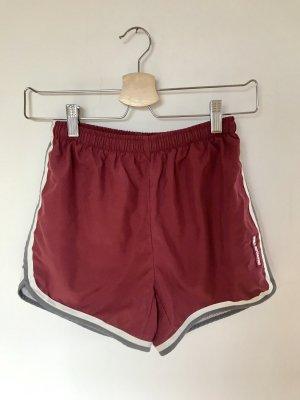 Sport Shorts mit leichtem Innennetz und seitlichen Streifen