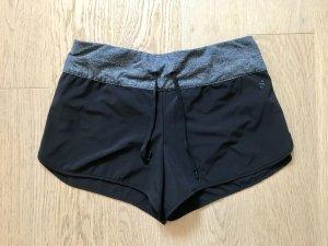 Sport-Shorts ungetragen
