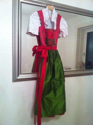 Sportalm Dirndl Rot mit Grüner Schütze und SA Bluse
