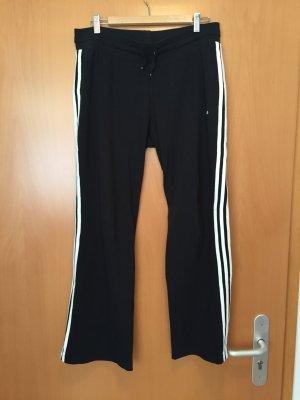 Sporthose von Adidas mit langen Bein