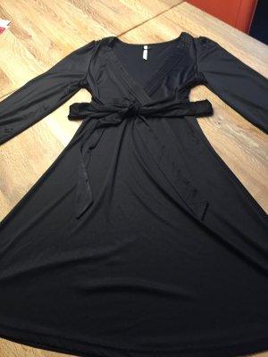 Sportlich elegantes Kleid von Pepe