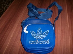 sportliche Adidas Tasche in Trendfarbe