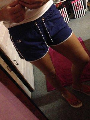 Sportliche Bade - Shorts mit kurzer Leibhöhe:)