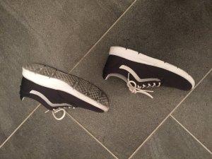 Sportliche graue Sneaker - V A N S