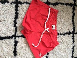 Sportliche kurze Hose in knalligem Rot