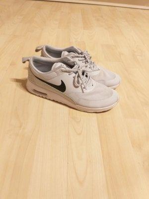 Sportliche Nike Sneaker
