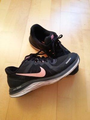 Sportliche Nike Sneaker Gr. 39