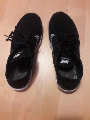 sportliche Nikes Free 4.0 FLYKNIT