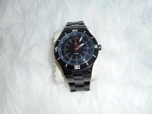 Sportliche schwarze Armbanduhr