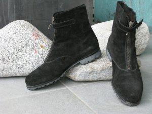 Sportliche Wildleder-Stiefelette gefüttert, schwarz, Profilgummisohle