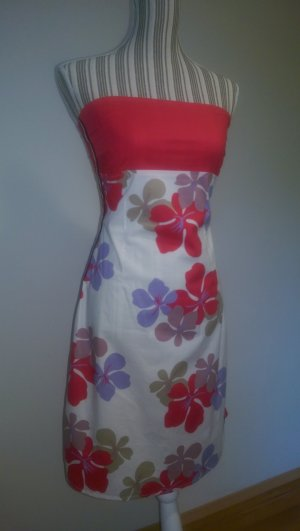 Sportliches Sommerkleid mit Blüten-Print
