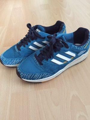 Sportschuhe von Adidas in Größe 5 1/2