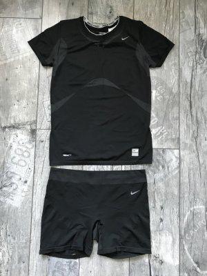 Sportshirt und Hose