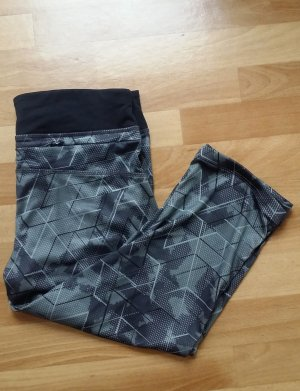 Sporttights/ 3/4 Sporthose in schwarz-grau/ 36/38