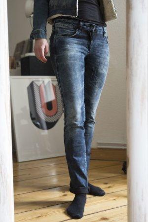 Sqin Jeans mit Acid Waschung von H&M