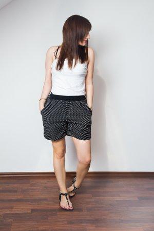 St.Tropez - gemusterte Shorts in Schwarz
