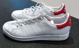 Stan Smith in rot weiß in 42