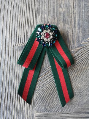 Broche rojo-verde bosque