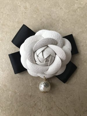 Statement Brosche Kamelie Anstecknadel im Chanel Stil