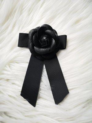 Brooch black