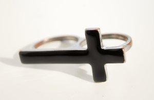 Statement-Doppelring mit schwarzem Kreuz
