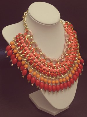Statement gold Gliederkette, rot orange rosa lila Steine, Bänder, Blogger, Zara