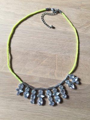 Statement-Halskette von H&M aus Neonkordel mit Strasssteinen