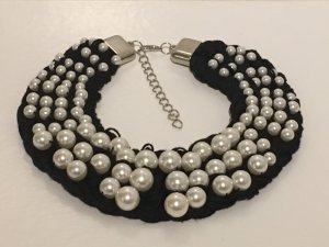Pearl Necklace black-white