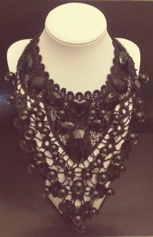 Statement silber Stoffkette, Rüschen, schwarz Steine, Perlen, Zara