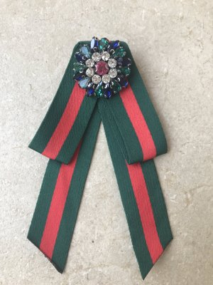 Brooch red-forest green