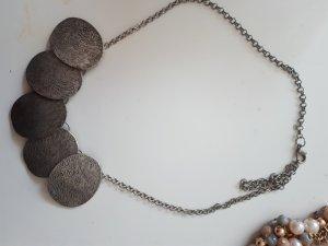 Cadena de cuentas color plata-gris oscuro