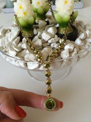 Statementkette goldfarben mit grünen Steinen von Zara