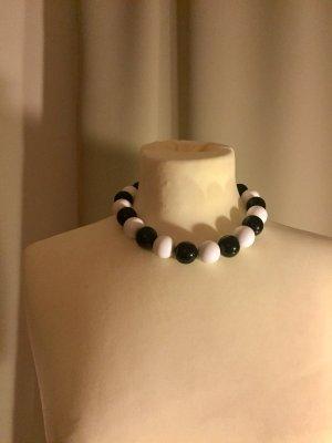 Statementkette mit großen Perlen aus hochwertigem Kunststoff