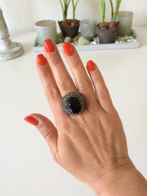 Statementring * anthrazit * mit schwarzem Stein * von Zara