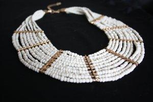 Statment Kette mit cremefarbenen/golden Perlen
