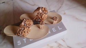Stefanel-Sandale mit Blütenverzierung