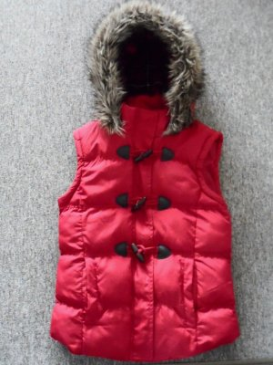 Hooded Vest red