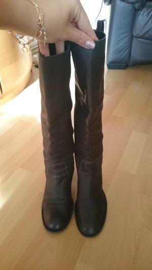 Stiefel aus dickem Kalbsleder, sehr bequeme, stabile Ferse, Ferse an der Ferse, Größe 39.