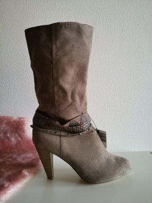Stiefel aus Velourslederimitat
