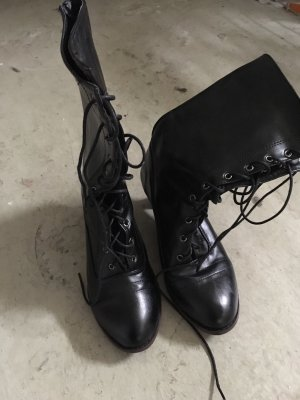Lace-up Boots black